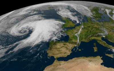 Satellitenbilder mit Wettergeschehen